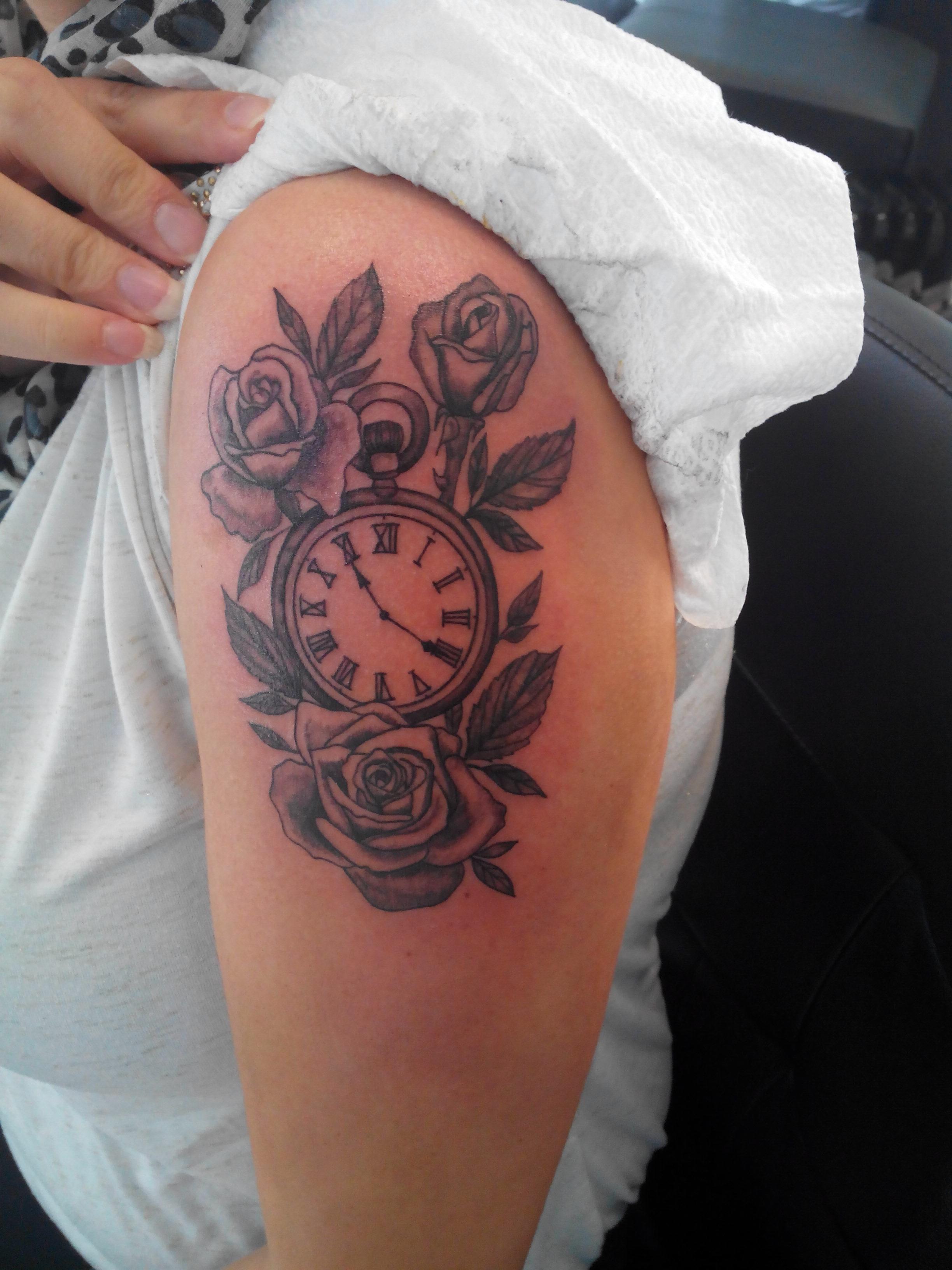tatouage épaule horloge \u2013 Rock\u0027N\u0027Roll Tattoo 76